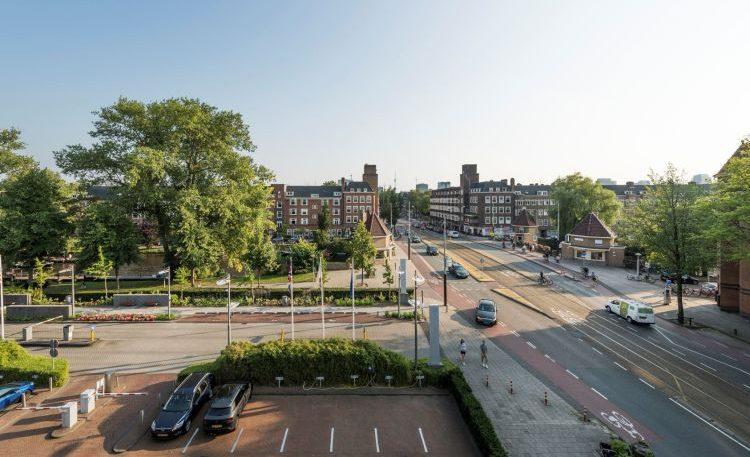Hermans en Schuttevaer naar Amsterdam