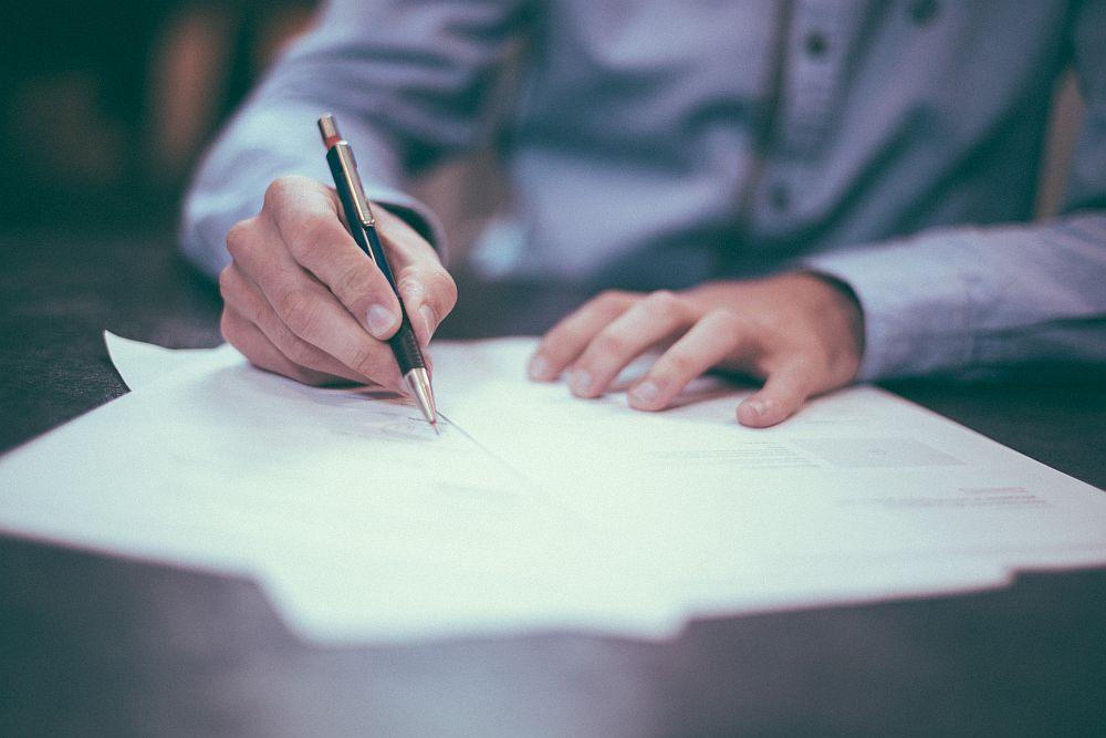 Twee koopovereenkomsten; aan wie moet de verkoper leveren?